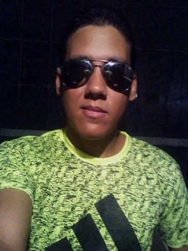 Busco pareja. Chico de 26 años busca chica en Venezuela, Caracas