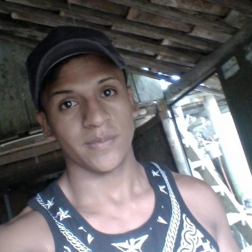 Busco pareja. Chico de 18 años busca chica en Ecuador, Machala